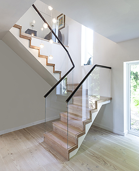 light_stairs_30193
